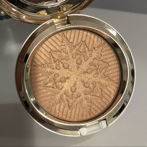 MAC Limited Edition Highlighter